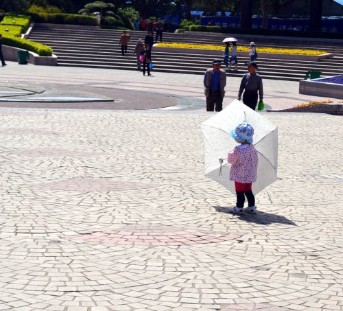 vaikas, žmonės, mergaitė, saulės šviesa, skėtis, sezonas, kraštovaizdis, parkas, maža mergaitė