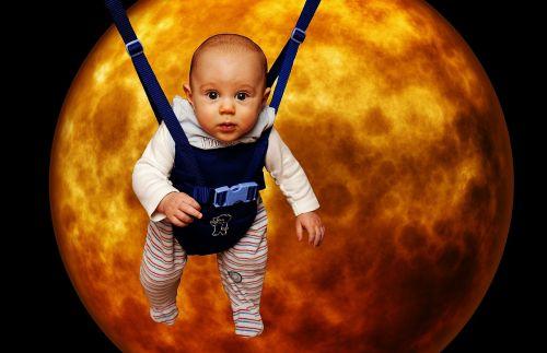 mažas žmogus mėnulyje,juokinga,kūdikis,mėnulis,priklausyti,mielas,saldus