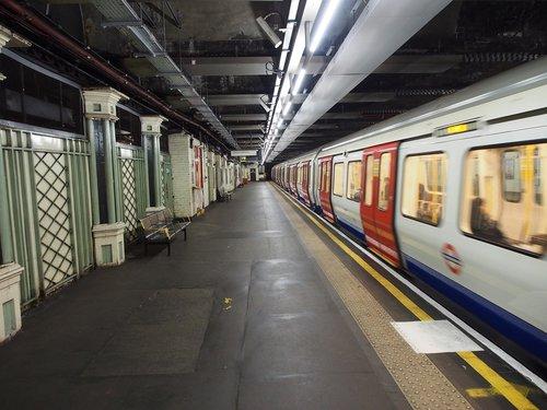 London po žeme, metro stotis, Metro, po žeme, transportas, Anglija, keleivių vežimas, architektūra, Jungtinė Karalystė, viešasis transportas, Londonas, platforma, traukinys, geležinkelių eismo, stotis, visuomenei, vamzdis