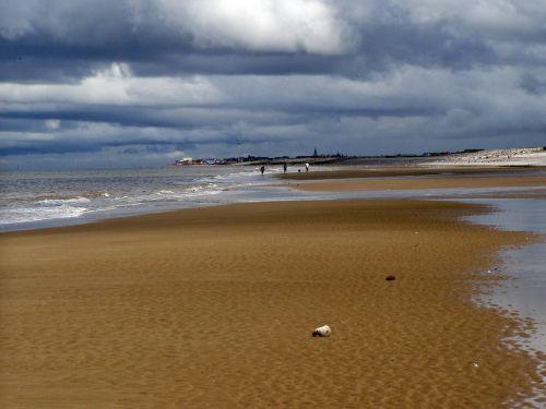 vienišas,papludimys,vienišas paplūdimys,jūra,vienatvė,smėlio paplūdimys bankas,debesys,smėlis,kranto,platus,vanduo,šventė,palikti,romantika,Škotija
