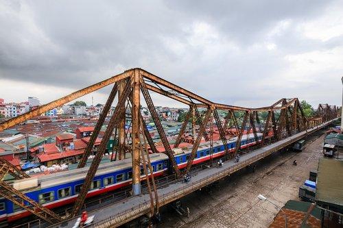 ilgai bien tiltas, Hanoi, Vietnamas, ilgai, raudona upė, French kolonijinės, prancūzas, kolonija, dažymas, verslo, stilius, Miestas, kelionė, Gyvenimo būdas, architektūra, tradicija, kultūros, kaklo, Azijoje, gaisro automobilį, istorija, gatvė, kapitalas, rašyti, miesto, Transportas, Miestas, spalva, ciklo