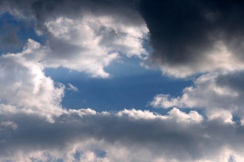 dangus, mėlynas, debesys, laisvas, dreifuojantis, balta & nbsp, blizgesys, tamsi & nbsp, pusė, laisvas ir tamsus debesis