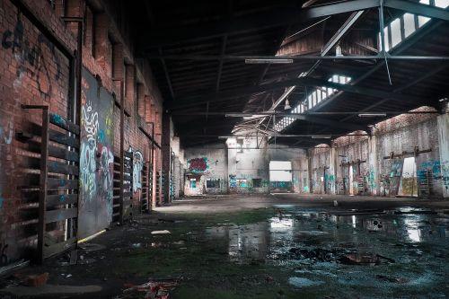 prarastos vietos,senas,skilimas,sugadinti,geležinkelio stotis,traukinys,traukinių salė,prekių stotis,traukinių stotis,sandėlis,pasibaigė,pastatas,palikti,nusidėvėjęs,pforphoto,sunaikintas,senas pastatas,nuleisti,keista,senoji gamykla,langas,tuščia salė,senoji gamyklos salė,gamyklos pastatas,sergantis,grafiti,apleistas,architektūra,pamiršti,išsiskirti,ištemptas,nerūdijantis,trumpalaikis,praeitis,trumpalaikis laikotarpis,praėjo,baigtis,paliktas,nenaudojamas,tikslas