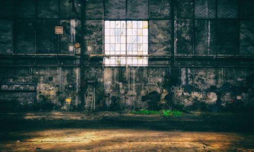 prarastos vietos,langas,sugadinti,palikti,senas,nuotaika,pforphoto,gamykla,pramoninis pastatas,pasibaigė,gamyklos pastatas,skilimas,kėdė,salė,ištemptas,nusidėvėjęs,nuotykis,šešėlis,šviesa,poilsis,atmosfera,tylus,niūrus