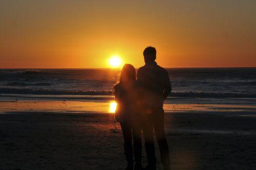 meilė, mėgėjai, saulėlydis, Valentino diena, vandenynas, pora, romantika, romantiškas, apkabinti, siluetas, mėgėjai, kurie mėgaujasi vandenyno saulėlydžiu