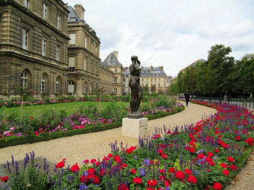 liuksemburgas,pastatai,struktūros,architektūra,šaligatvis,gėlės,statula,skulptūra,paminklas,vyras,žolė,dangus,debesys,lauke