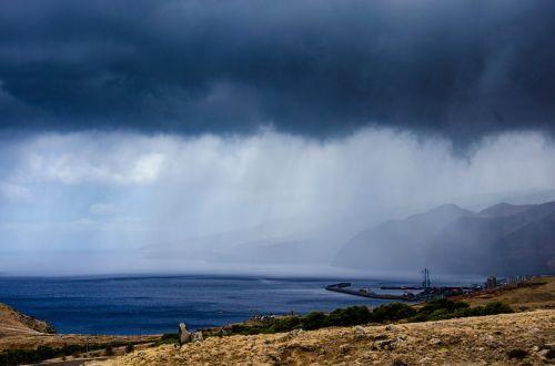 Madeira,jūra,tamsūs debesys,lietus,lietus per vandenyną,užsakytas,panorama