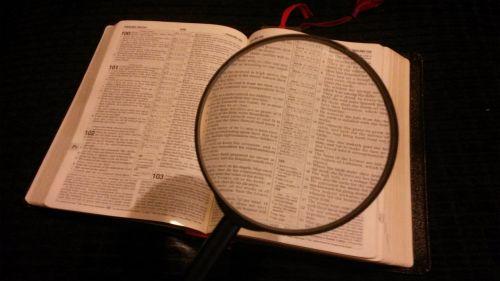 padidinamasis stiklas,padidintas,padidinamas,didina,didinimas,didintuvas,patikrinti,padidinti,dėmesio,tyrimai,patikrinimas,Biblija,dievas,Jėzus Kristus,žodis,šventas,Raštai,Dievo žodis