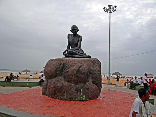 mahatma,gandhi,statula,skulptūra,Indija,orientyras,paminklas,istorija,istorinis,istorinis,nežviliškumas,udupi paplūdimys,bronza,drožyba,įkvėpimas,viltis,simbolis,paveldas,smurtas,įkvepiantis