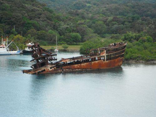 raudonmedžio liuksas,roatan,carribean,rusvas,nuskęsta,laivas,atostogos,senas,jūra,vandenynas,kelionė,vintage,laivas,uostas