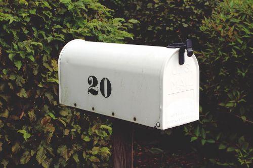 pašto dėžutę,numeris,dvidešimt,balta,pašto dėžutės,pašto dėžutė,ištemptas,metalas,senas,pranešimas,raidės,dėžė,pašto dėžutė,pašto dėžutė