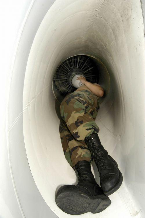 priežiūra,darbuotojas,kariuomenė,variklis,reaktyvinis,remontas,į viršų,darbas,darbo,remontas