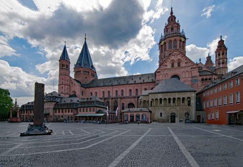 Majesco katedra,Mainz,Sachsen,Vokietija,Europa,senas pastatas,Senamiestis,lankytinos vietos,kultūra,istorija,Dom,aukštas dom,St Martinas,architektūra