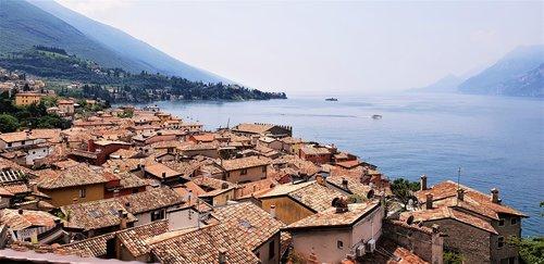 Malcesine, namas namai, Italija, namas, Garda, vandens, atostogos, metai, statyba, senas namas, stogo, kraštovaizdis, ežeras, mūrinis namas, Peržiūrėti, nuotaika, istorinis centras, istoriškai, idiliškas, uostamiestis