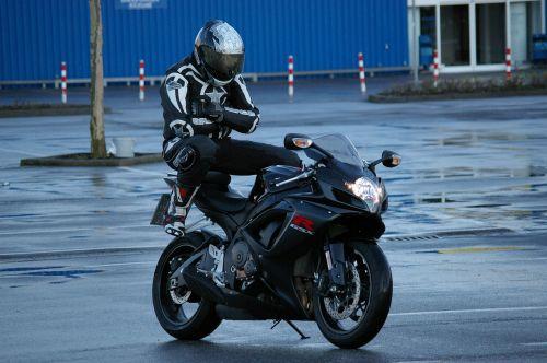 vyras,motociklas,pillion,Suzuki,motociklininkas,juokinga,sėdėti