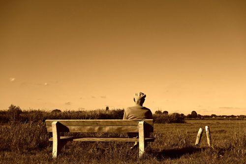 vyras,senas vyras,sėdi,sėdi,senyvo amžiaus,pensininkas,žmonės,asmuo,stendas,atsipalaiduoti,senas vyras sėdi ant stendo