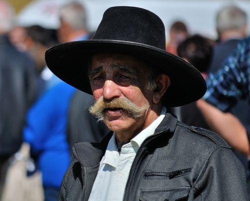 vyras,senas,skrybėlę,portretas,ūsai,vyrai,Patinas,suaugęs,žmonės,žiūri,rimtas,išraiška,vienas,žmogus,galva,asmuo,vienas,veidas