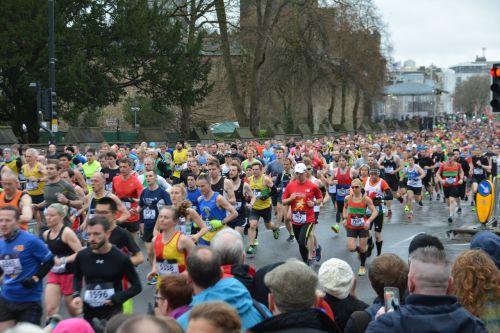 maratonas,bėgimas,maratono bėgikai,jogger,Sportas,fitnesas,paleisti,sveikas,gyvenimo būdas,pratimas,bėgikas,sportuoti,lauke,jog,Atletiškas,mokymas,kelias,lauko fitnesas,bėgiojimas,poilsis,sveika gyvensena,sportininkas,energija,sveikata