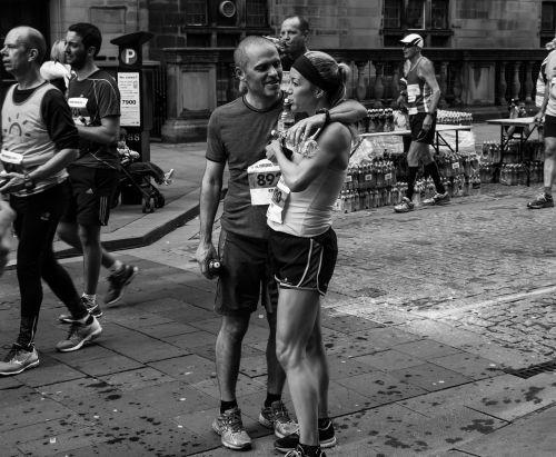 maratonas,bėgikai,fitnesas,paleisti,sveikas,sportininkas,pratimas,žmonės,Sportas,mokymas,gyvenimo būdas,sportuoti,Atletiškas,asmuo,lauke,jogger,maratono bėgikai,tinka,aktyvus,kelias,kojos,jog,Patinas,ištvermė,bėgimas,lenktynės,lauko fitnesas,kūnas,varzybos,Moteris,suaugęs,vasara,juoda ir balta,moterys,moters fitnesas,fitneso moteris,pora,lieknas,patrauklus,balta,raumeningas,tinka moteris,užbaigti