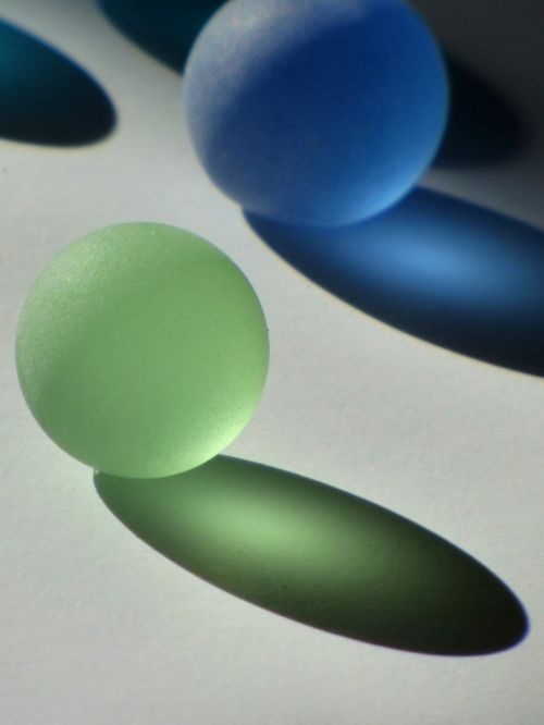 stiklo rutuliukai,kristalų rutuliai,spalvos,šešėlis,apdaila,stiklas,rutuliai