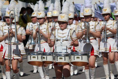 žygiuojanti grupė,būgnas,grupė,Kovas,Rodyti,įvykis,gatvė,instrumentas