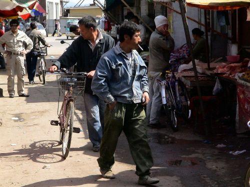 turgus,Kinija,žmogus,Asmeninis,vyras,rūkymas,dandong,gyventi normaliai,gyventi,kaimo gyventojai,laimingas,patenkintas,juoktis,linksmas,žiūrėk į priekį,rinkos diena