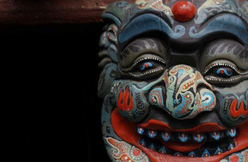 kaukė,medžio drožinėjimas,kabo šventykla