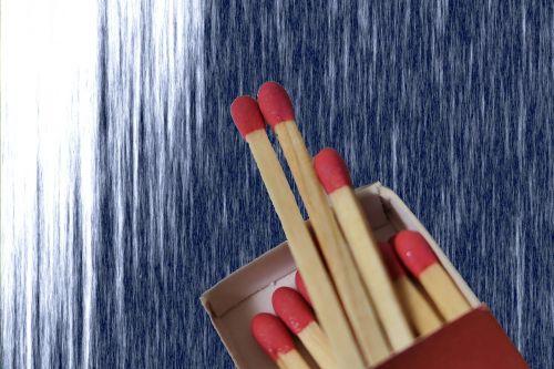 degtukai,rungtynės,Ugnis,rungtynių galva,raudona,siera,įsižiebti,liepsna,lengvesnis,dėžė,mediena,deginti,schwefelkopf,nudegimai