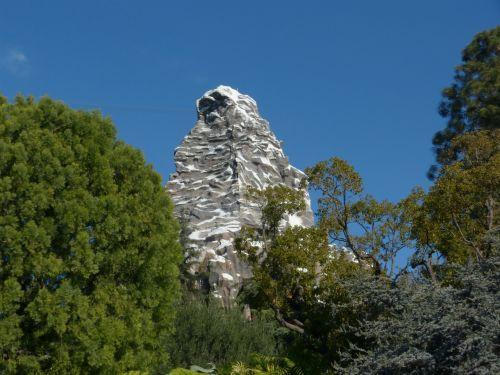 matterhorn,disneylandas matterhorn,Kalifornijos turizmas,Disneilendas važiuoja,los angeles atostogos,Disneilendas,baisi važiavimas