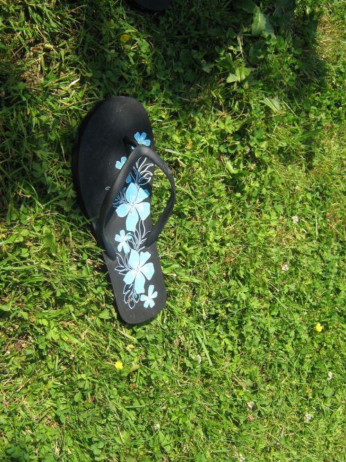 pieva,šlepetės,batai,vasara,pėdos,sandalas