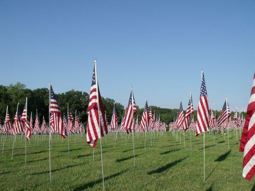 paminklas,vėliavos,patriotizmas