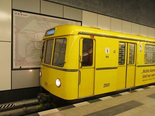 metro,bvg,Berlynas,Centrinė stotis,u55,Berlyno centrinė stotis,Vokietija,traukinių stotis,platforma,geležinkelis,geležinkelio bėgiai,geležinkelio bėgiai,tu,55