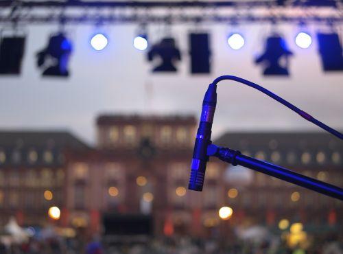 mikrofonas,etapas,gyventi,lempos,žibintai,koncertas,gyvas koncertas,gyva muzika