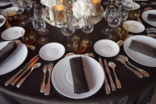 vidurinė mokykla,Bernardinas,vakarienė,priėmimas,stalas,šakutė,padengtas,plokštė,stemware,patiekalai
