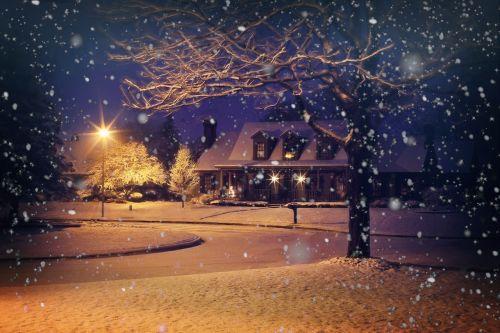 vidurnakčio sniegas,naktinis sniegas,snieguotas,žiema,namas,namai,naktis,Kalėdos,sniegas,žiemos fone,žiemos fone,žiemos namas,sniego kritimas