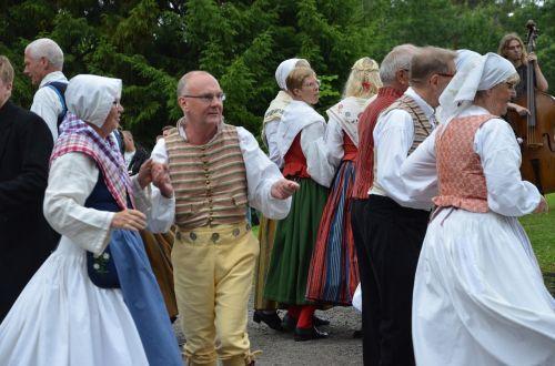 vasaros sezonas,vasaros šokiai,vasaros sezono šventė,liaudies šokiai,knätofs,liaudies muzika,smuikas,vasara