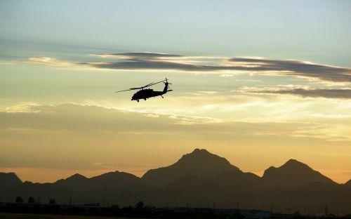 karinis sraigtasparnis,skraidantis,dusk,kalnai,dykuma,purentuvas,skrydis,siluetas,ore