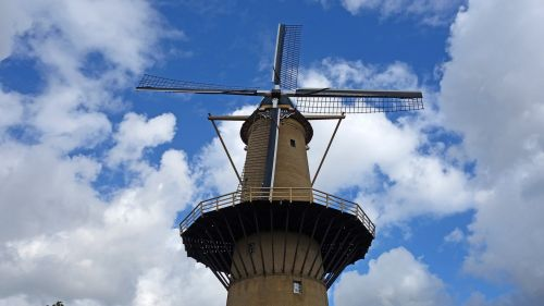 malūnas,vėjo malūnas,grūdų malūnas,brandersmolen,istorinė malūnas,malūno geležtės,istorinis pastatas,dagtai,mėlynas dangus,Nyderlandai,schiedam,holland,turizmas