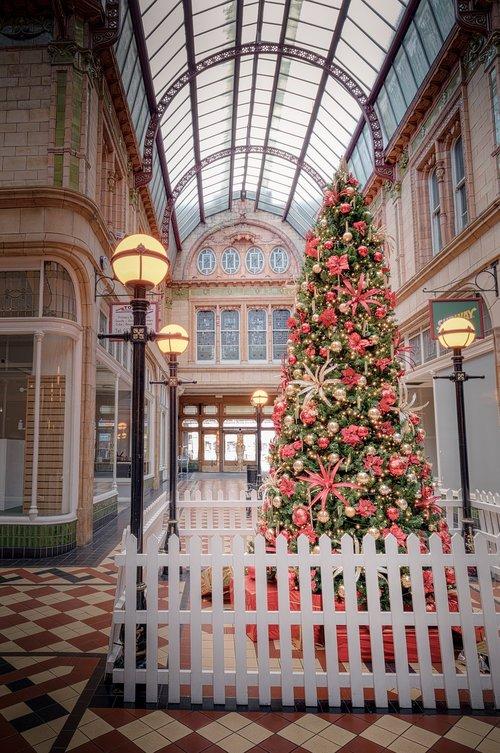 Miller arkadinis, Preston, Lancashire, Anglija, parduotuvė, parduotuvės, centras, prekybos centras, centras, Kalėdų, Kalėdų eglutė, Arcade, centras, statyba, pastatai, architektūra, interjero, viduje, istorinis, istorinis, metai, garsus, pritty, gražus