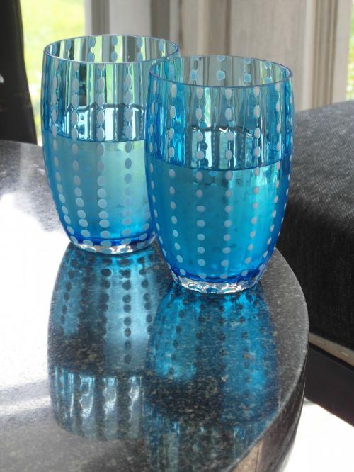 ledas, ledas, mineralinis, du, pora, akiniai, mėlynas, matinis, vanduo, stiklas, šaltas, kavinė, restoranas, viduje, stalas, stilingas, gerti, gėrimas, puodeliai, niekas, atspindys, Sumer, mineralinis vanduo