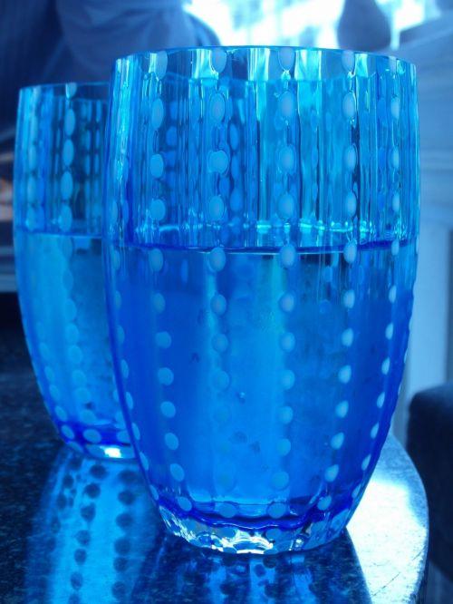 ledas, ledas, mineralinis, du, pora, akiniai, mėlynas, matinis, vanduo, stiklas, šaltas, kavinė, restoranas, viduje, stalas, stilingas, gerti, gėrimas, puodeliai, niekas, Sumer, mineralinis vanduo