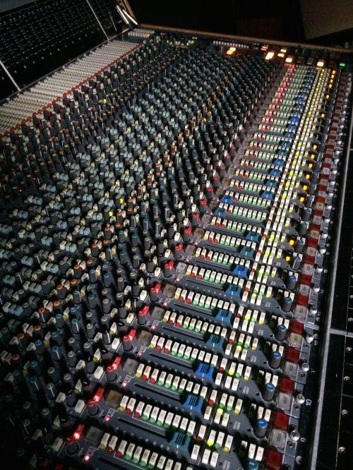 maišytuvas,studija,garsas,garsas,muzika,įranga,muzikos studija,technologija,įrašų studija,įrašymas,maišymas,radijo studija,ekvalaizeris