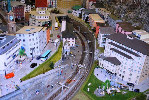 modelio geležinkelis,modelio geležinkelis,žaislinis traukinys,modelio miestas,geležinkelis,modelis,geležinkelis,traukinys,gabenimas,trasa,geležinkelis,kelionė,miniatiūrinė,lokomotyvas,stotis,mažas,žaisti