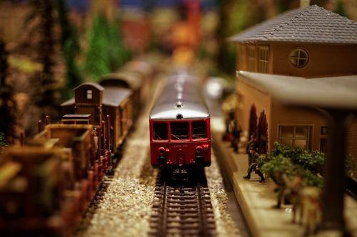 modelio traukinys,modelio geležinkelis,modelis,geležinkelis,traukinys,geležinkelis,žaislas,transportas,gabenimas,geležinkelis,lokomotyvas,trasa,miniatiūrinė,hobis,stotis,žaisti,vežimas,mažas,laisvalaikis,vaikystę,ratas,elektrinis