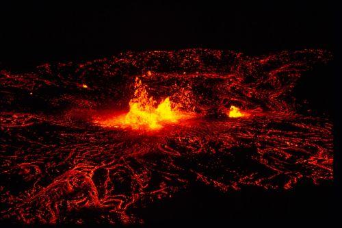 ištirpintas,vulkanas,lava,naktis,žėrintis,šiluma,geologija,raudona,oranžinė,geltona,magma,Ugnis,srautas,krateris,tamsi