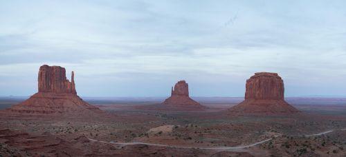 paminklo slėnis,usa,Utah,Laukiniai vakarai,kraštovaizdis,Navajo,mesas,rausvai,usa vakarai,Navajo tauta,gamta,lankytinos vietos,akmeniniai bokštai,platus,amerikietis