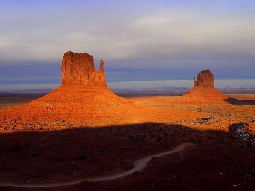 paminklo slėnis,Arizona,usa,maršrutas 66,vienatvė,dykuma,akmeniniai bokštai,Rokas,bokštai,lipti