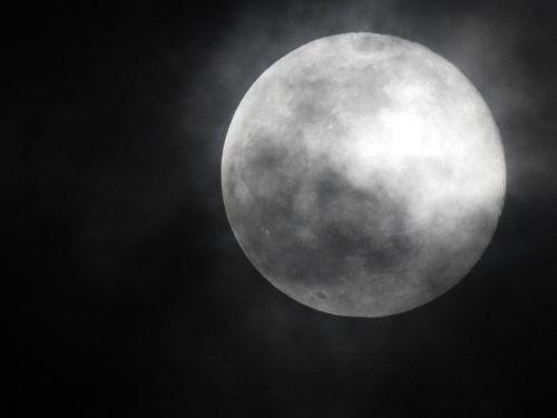 mėnulis,pilnatis,naktis,mėnulis naktį,naktinis peizažas,dangus ir mėnulis,miglotas mėnulis