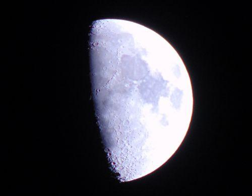 mėnulis,baltas mėnulis,kraterio mėnulis,krateriai,šviesus mėnulis,apie mėnulį
