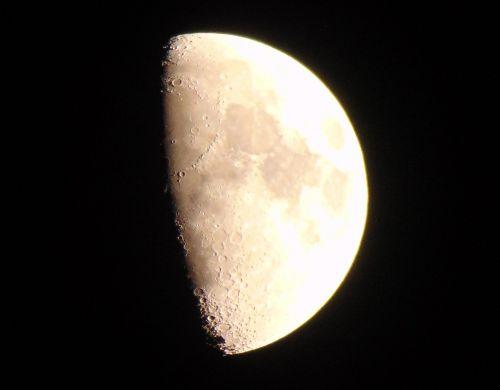 mėnulis,rudas mėnulis,kraterio mėnulis,krateriai,šviesus mėnulis,apie mėnulį